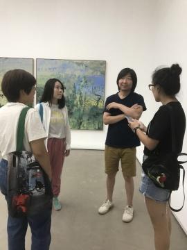艺术家闫冰(左三)