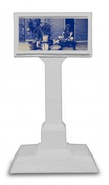 蒋静 《穿街过巷》录像装置 / 混合媒材160 × 81.5 × 50cm × 72018