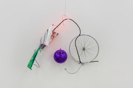 袁松《风景No.3》68×75cm装置,材料:铁、玻璃、木、led、霓虹灯、不锈钢等2017