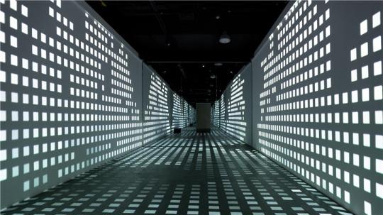 崔凯敏《 README——No.0914-9》 互动媒体装置,尺寸可变,2018年