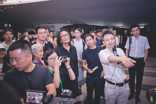 """BMAB第二届北京媒体艺术双年展""策展人之一费俊导览"