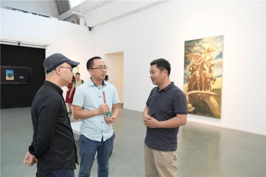 艺术家何杰、学术主持杜曦云