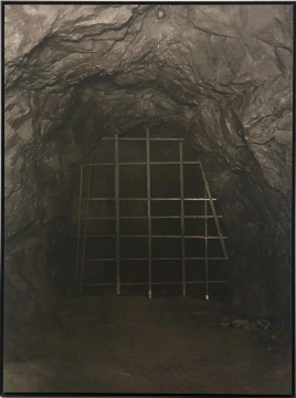 《水帘洞》110×82.5cm 铂钯印相 2018