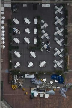 曾家伟,《天台》,数码喷墨打印, 95×63.5cm,2011-2012,图片由艺术家及香港刺点画廊提供