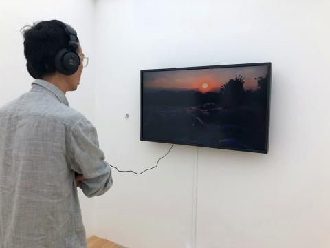 劳丽丽,《飞天潜水艇》,单频道录像,彩色、无对白、中英文字幕,9分40秒,2017