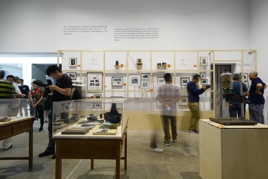 """""""家中的摄影班:星期五沙龙1977-1980""""展览现场,泰康空间,2018"""