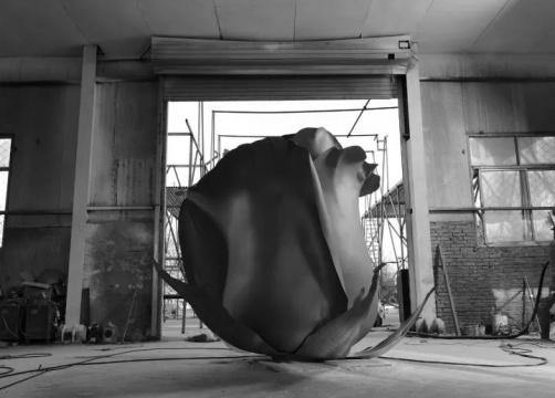 《冬日玫瑰》 不锈钢锻造  350×300×250cm  2016-2017