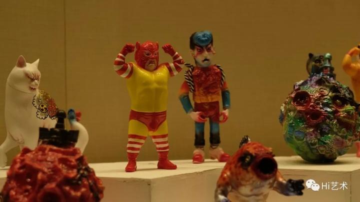 擦主席 《清河联合系列艺术玩具》  各种文化的混合,没有既定的象征,建造出一种基于底层的诱惑与冲动。