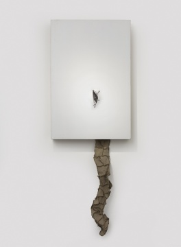 曹雨 《Mother》 亚麻布、木框,(120+31)×80×15cm 2016