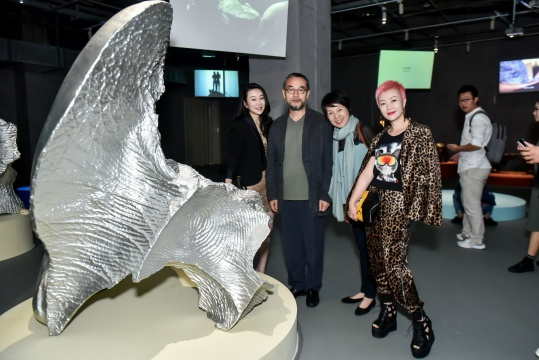 "SHOPPING MALL里的艺术馆 天津""陆+艺术中心""启幕雕塑展 走进生活的当代艺术"