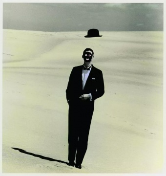植田正治,选自《沙丘》系列,1983年