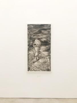 李继开《扛包的人》 140×70cm 纸本炭笔 2016