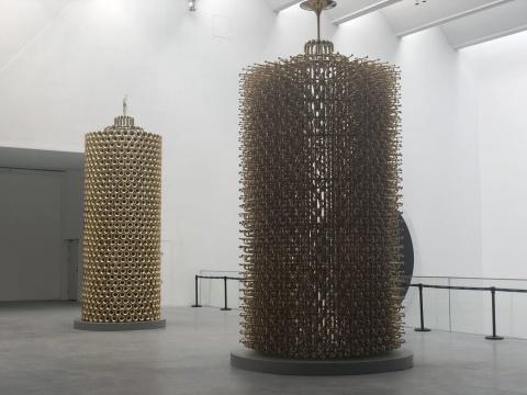 (左)《小号研究1》铜 155x500cm 2018 (右)《小号研究2》 铜 155x500cm 2018