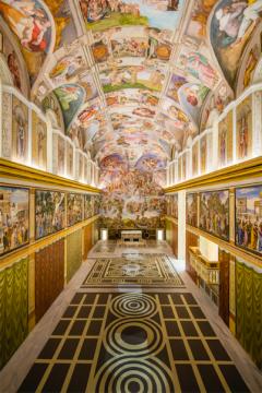 莫瑞吉奥.卡特兰创作的《无题》,他复制了一个秘密版的西斯廷教堂