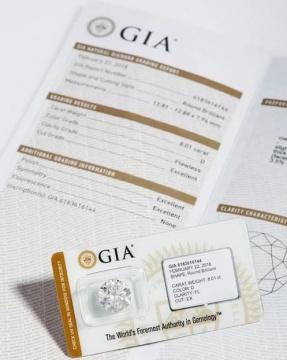 重达8.01克拉圆形足色全美的Type IIA卓越白钻(附GIA证书)