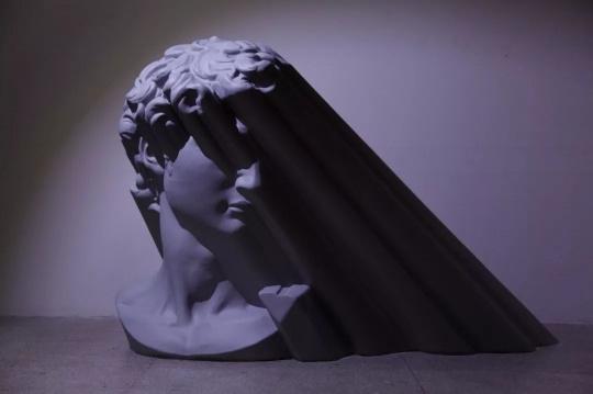 欧阳苏龙《光的形状》110×180×150cm树脂喷漆20111/6