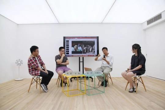 刘倩兮(右一)在开放源系列工作坊讨论中