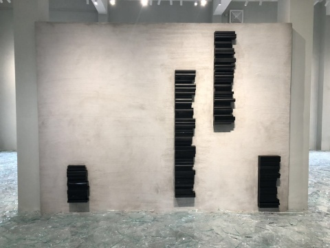 刘建华作品《黑色形体》