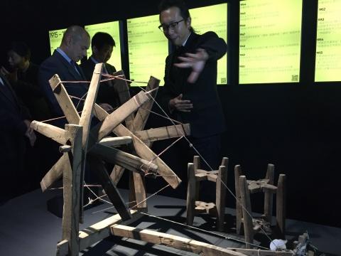 尤洋团队当地找到纺车,据说这是雄安第一件当代艺术作品。让当代艺术与雄安本地实现对接