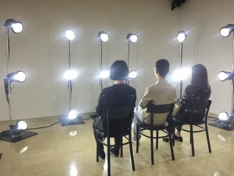 Lasse Andersen&Jens Joergensen的灯光装置《断电》