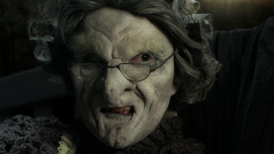 《喂我》 高清影片 60分钟 2015。由影视伞和第八届英国艺术大展共同委托制作,并由创意苏格兰支持。图片由艺术家提供