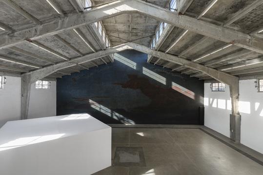 展览现场,墙面上为秦晋的作品《我的一切都是你给的》