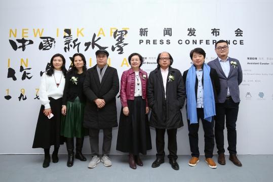 新闻发布会嘉宾与展览筹备工作人员