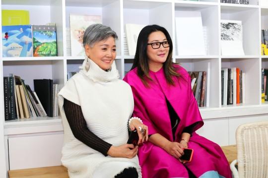 艺术家瞿倩梅与艾米李画廊创始人李颖Amy
