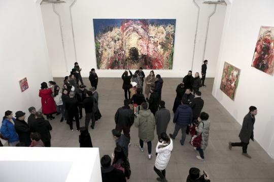 """白盒子艺术馆张旭东个展 """"淖中花""""的悲悯与狂欢"""