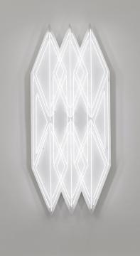 《照明3》,2018,白色霓虹灯管,铁皮,真石漆,215.8 x 86.8 x 18 cm