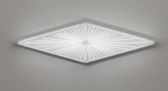 《照明10》,2018,白色霓虹灯管,铁皮,真石漆,60 x 214.6x 18 cm