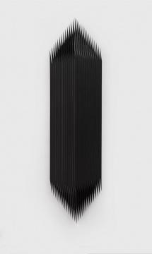 《叠置-支》,2018,防护栏,多层板,油漆,164 x 41 x 19 cm