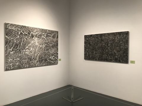 仇德树作品(左)