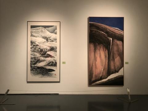 刘国松作品(左)