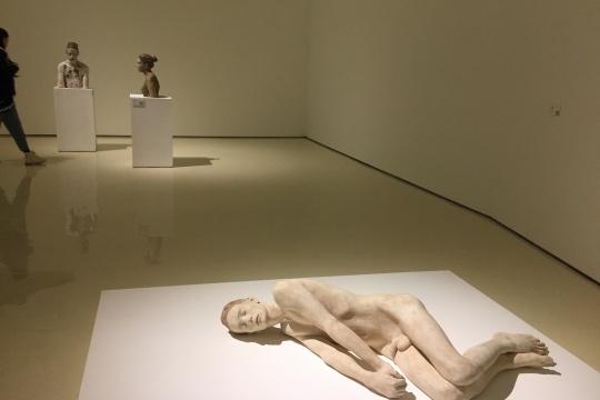 在沉默的旅程中邂逅 布鲁诺·瓦尔波特雕塑亮相中央美术学院美术馆