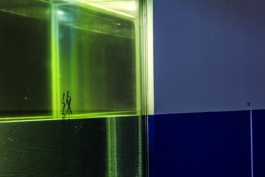 由《终》延伸出的海平线将展览空间也意象化