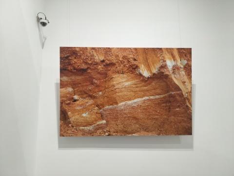 毛晨雨《细毛家屋场粘土矿开采现场》180×120cm 数码打印 2018