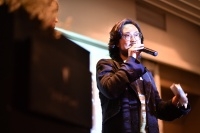 周艟首部自编自导自演影片发布,代表中国年轻收藏家发声