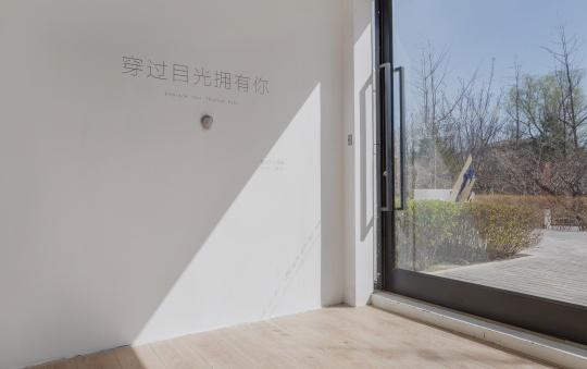 """从纸上来到纸上去 王伟""""饶有趣味""""的扁平雕塑"""