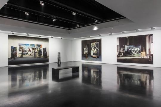 贾蔼力的摄影拼贴作品《2019 No.1》《2018 No.2》《2018 No.1》;拍摄:梁子涵