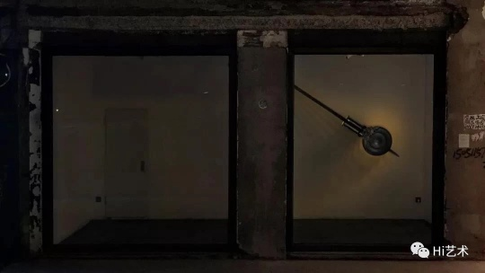 """""""李怒 :左右"""",纹身店实验艺术空间展览现场(目前纹身店已撤出三里屯空间)"""