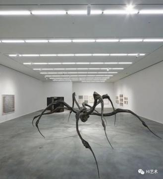 """路易丝·布尔乔亚个展""""Louise Bourgeois: The Fabric Works""""在豪瑟沃斯(Hauser & Wirth)伦敦展览现场"""