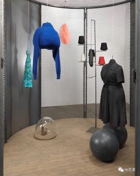 路易丝·布尔乔亚 《细胞(黑暗的日子)》作品细节