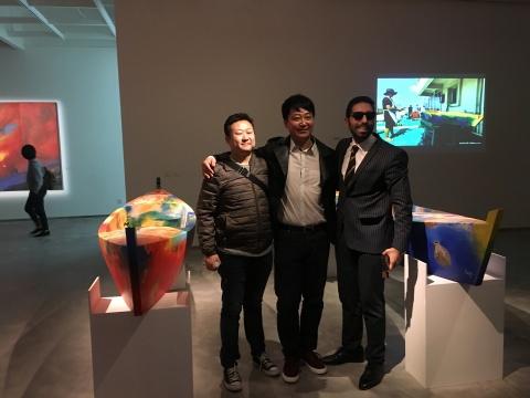 从右至左分别是埃及驻华大使馆领事卢迪 ,艺术家王雷和中服文化传媒有限公司总经理任羽