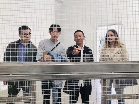 艺术家刘亚洲(右2)