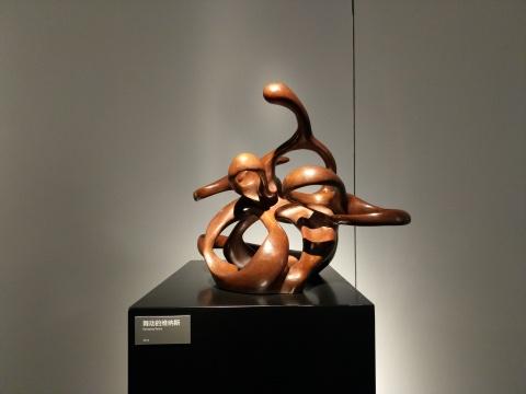 """叶锦添""""流风""""系列雕塑作品"""