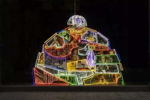《叠碑》 223cm x 280cm x 65cm 玻璃钢基地,油彩,霓虹灯 2015