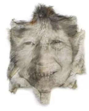 文芳 《活着之十一》 130×105×8cm宁夏羊皮、木头