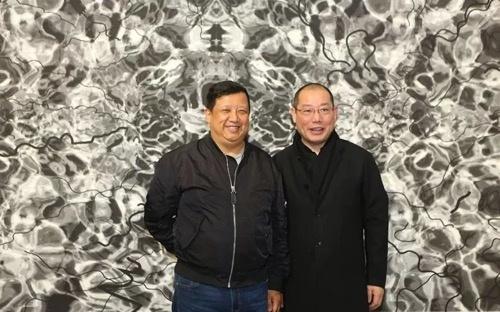 中央美术学院艺术管理与教育学院院长余丁与艺术家陈琦(右一)