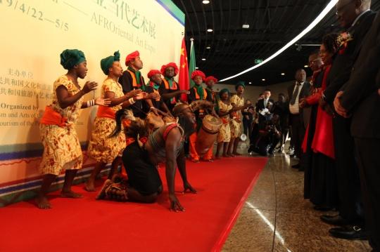 开幕式赞比亚歌舞表演